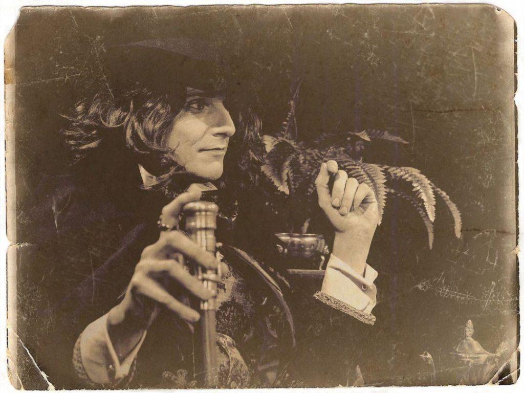 Jonathan Goodwin as Oscar Wilde